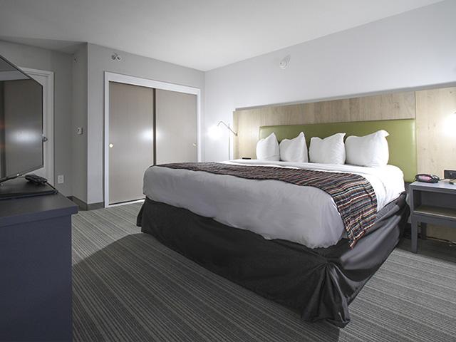 GreenTree Inn & Suites Phoenix Sky Harbor